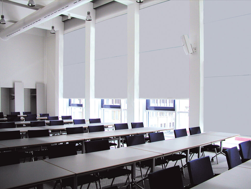 verdunklungsanlagen-weiss-arbeitsplatz