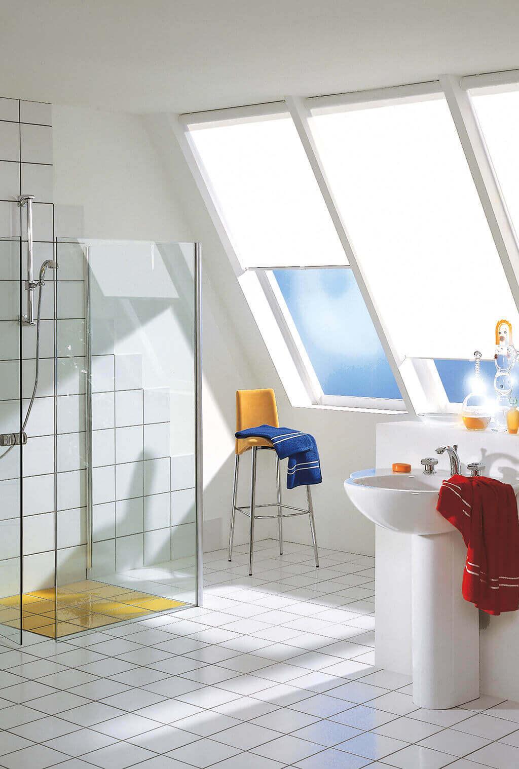 ... Rollo Weiss Dachfenster 02 ...