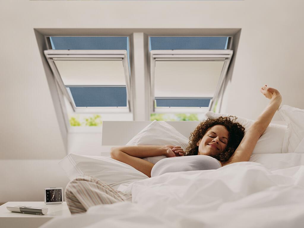 Rollo Sichtschutz Hitzeschutz Dachfenster 01