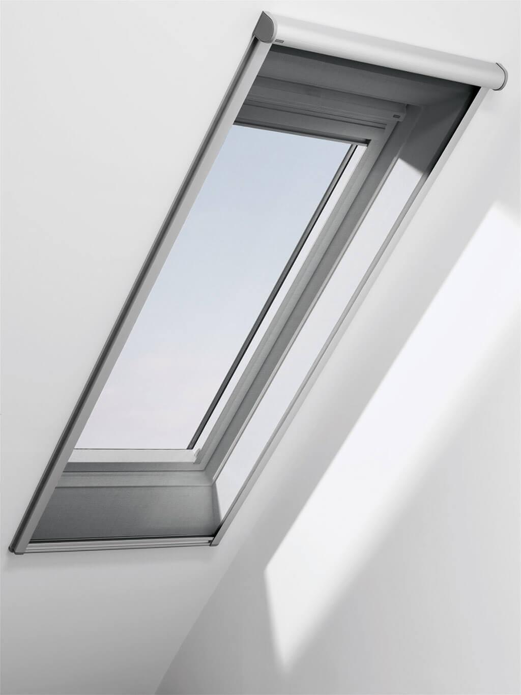 Rollo Velux Markise Hitzeschutz Haltekralle Dachfenster 01