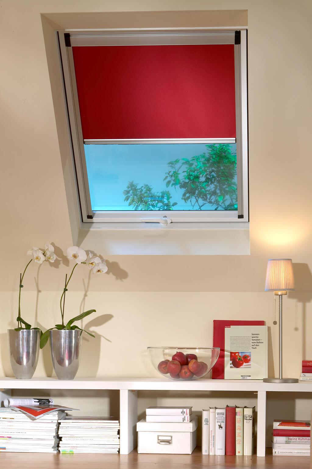 Rollo Verdunkelung Rot Dachfenster 04