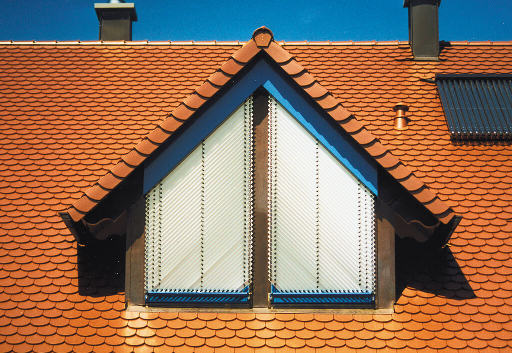 Jalousie Alu Weiss Dachfenster Dreieck 01