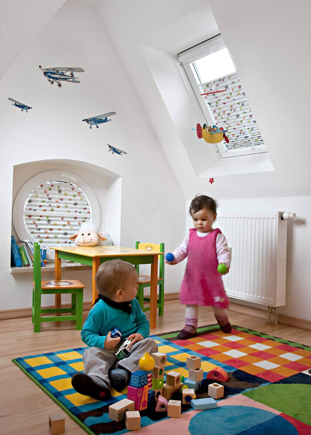 Rundes und viereckiges gemustertes Plissee fürs Kinderzimmer