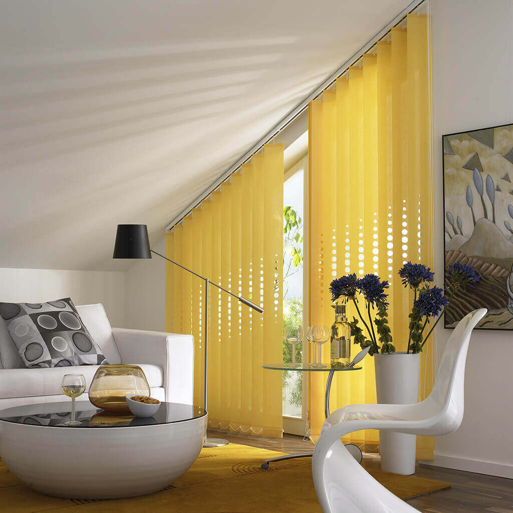 Lamellenvorhang Gelb Dachschraege 01
