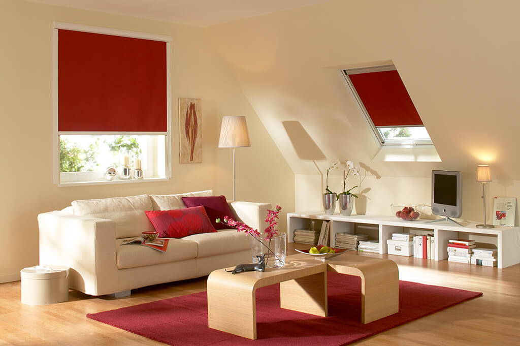 Rollo Verdunkelung Rot Dachfenster 02