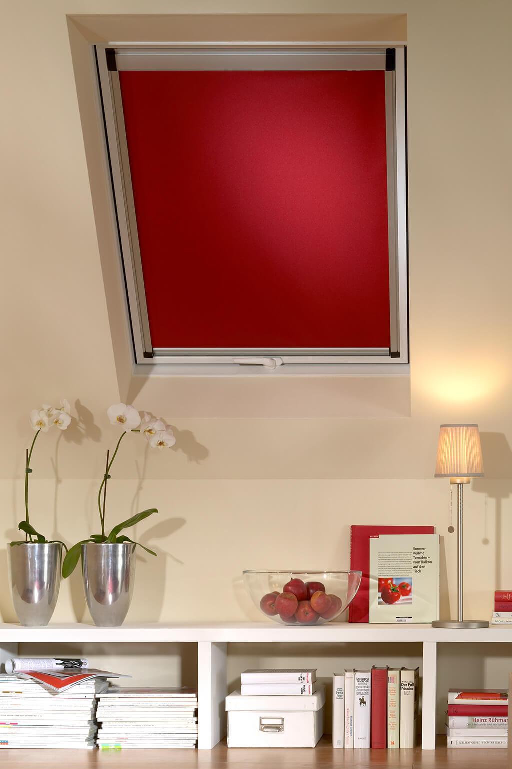 Rollo Verdunkelung Rot Dachfenster 03