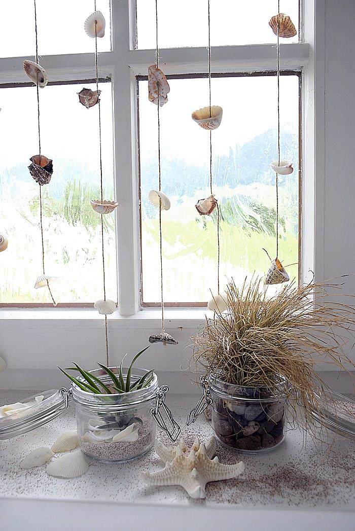 maritime Fensterdeko mit Fensterbrettdeko