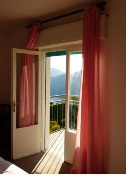 Balkon-mit-Gardine