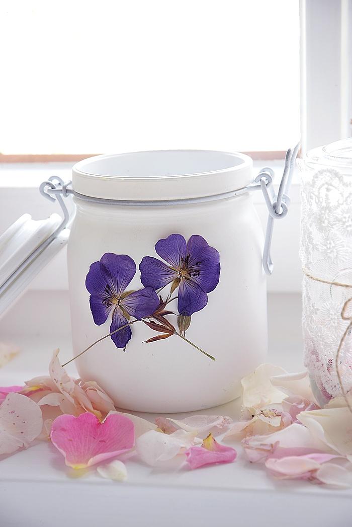 Windlicht mit Blumendeko
