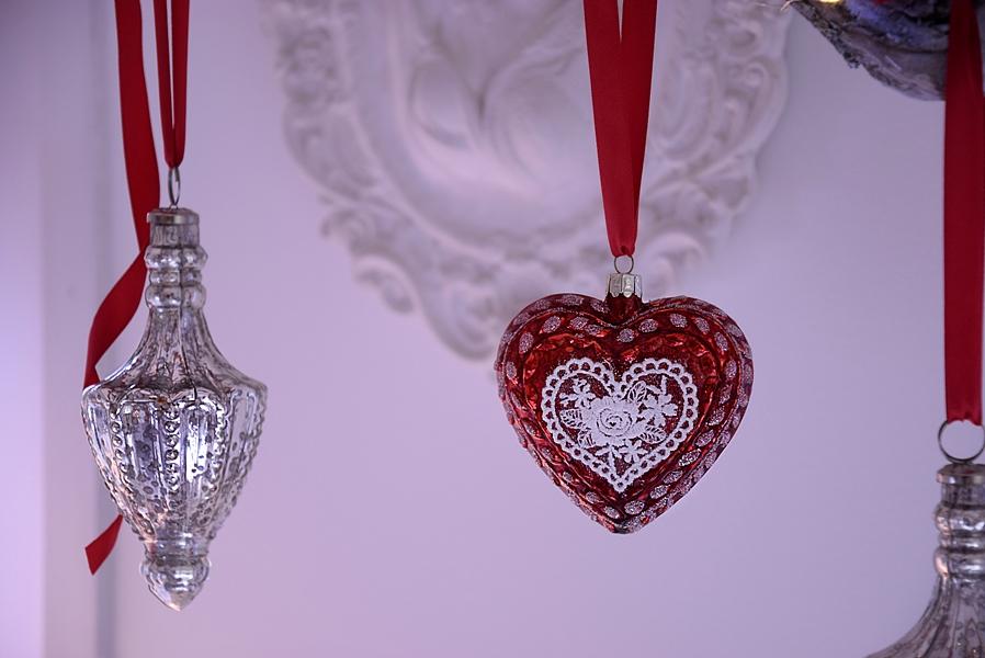 Anhänger Herz mit rotem Band