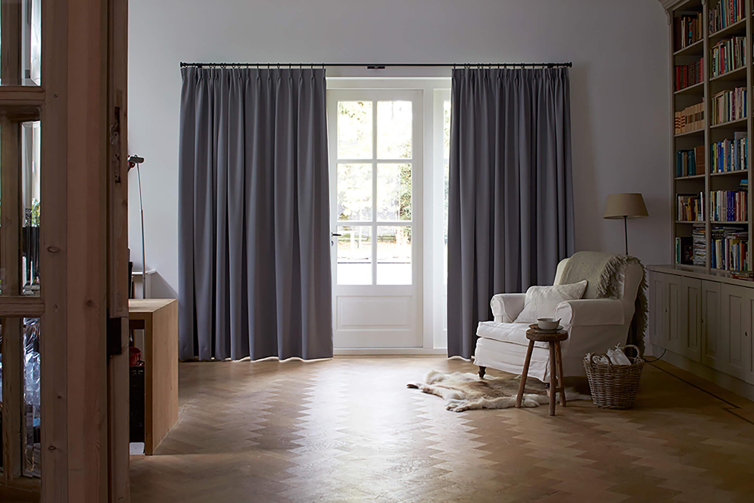 Schallschutzvorhang Farbe Grau im Wohnzimmer