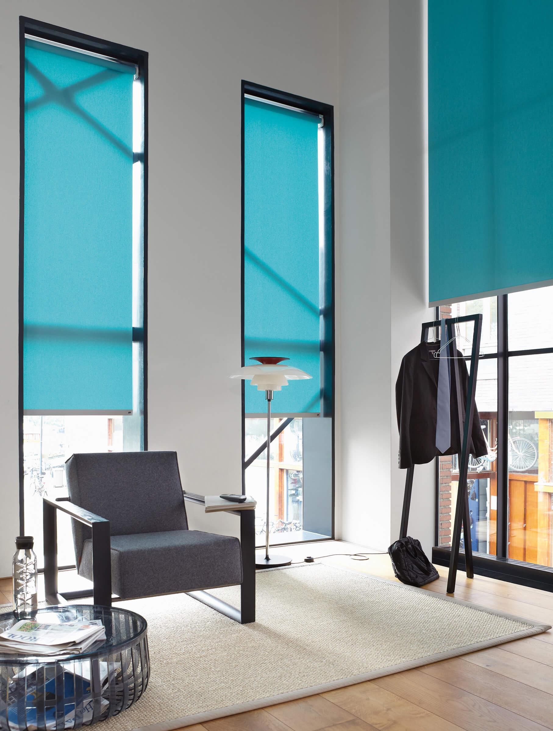 Sichtschutzrollo Farbe Türkis im Schlafzimmer
