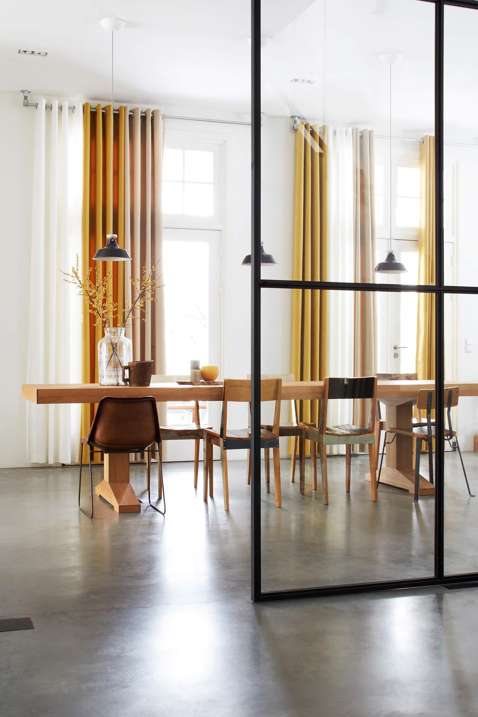 Schallschutzvorhang Farbe Gelb im Esszimmer