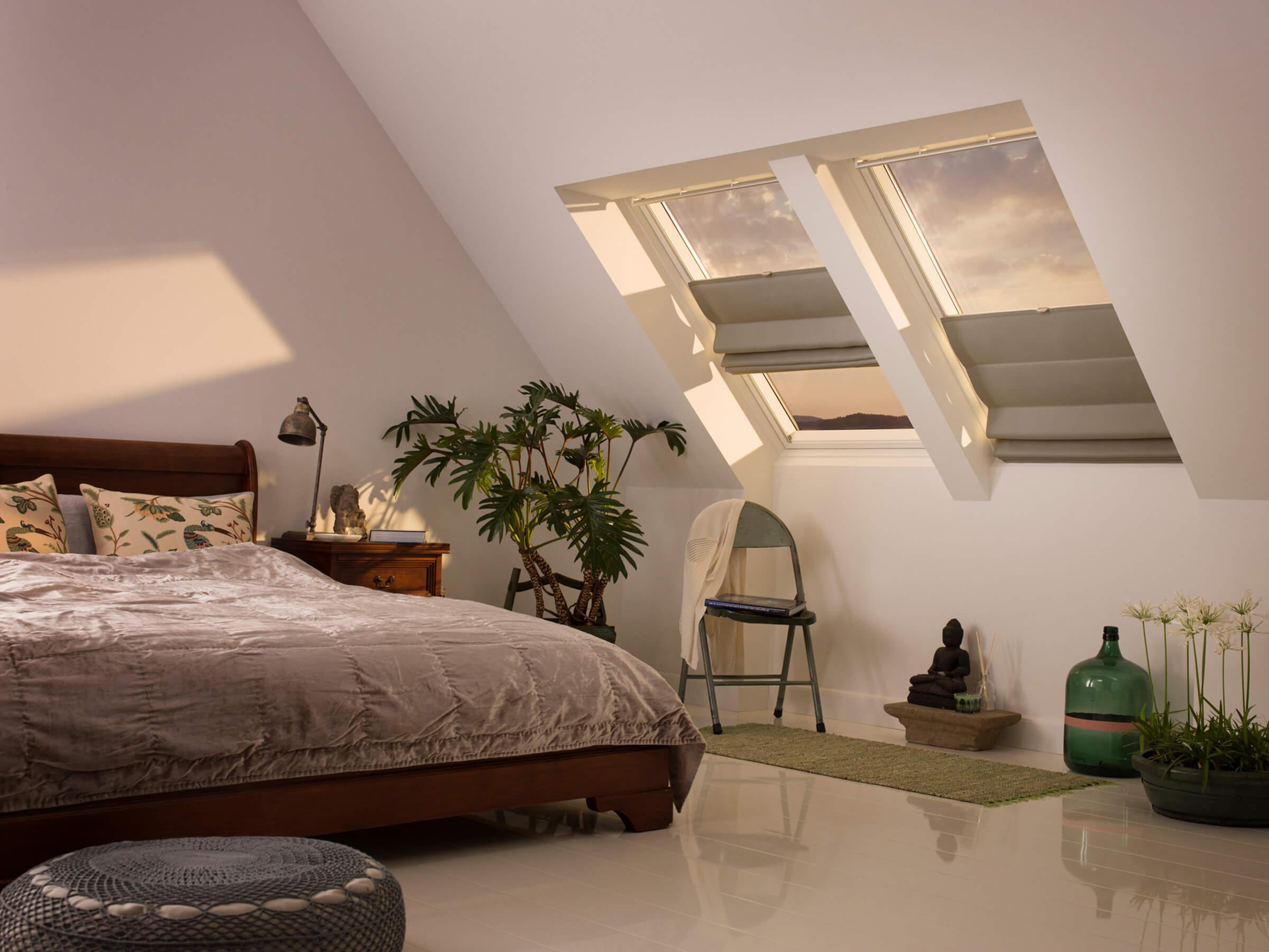 velux raffrollos passgenauer licht und sichtschutz f r dachfenster. Black Bedroom Furniture Sets. Home Design Ideas