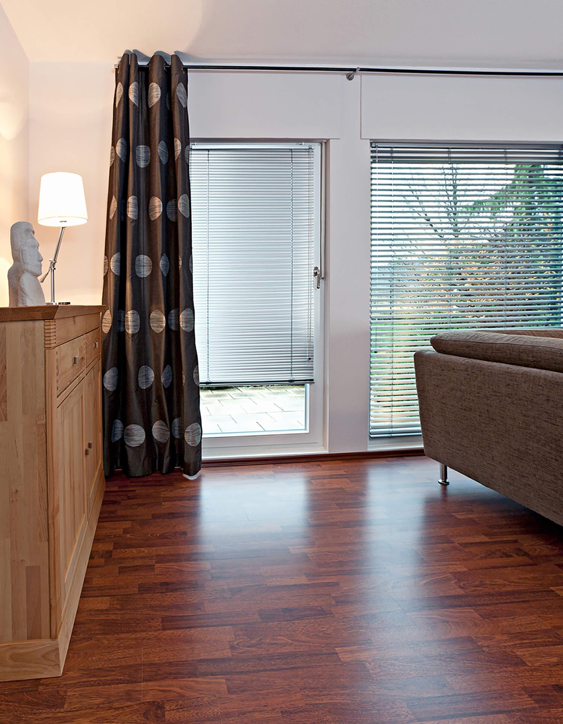 jalousien ohne bohren perfekt f r mietwohnungen jetzt beraten lassen. Black Bedroom Furniture Sets. Home Design Ideas