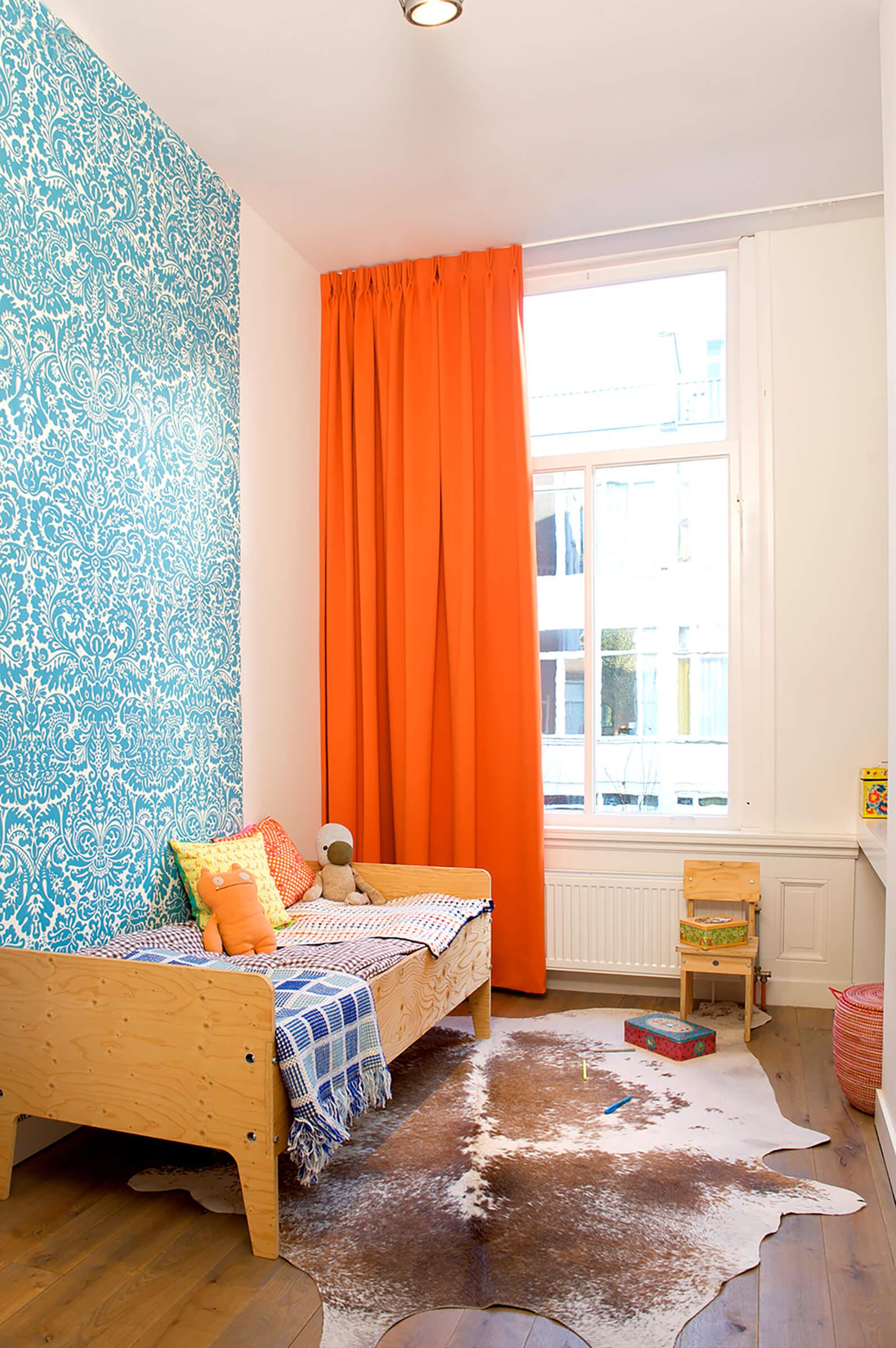 Schallschutzvorhang Farbe Orange im Kinderzimmer
