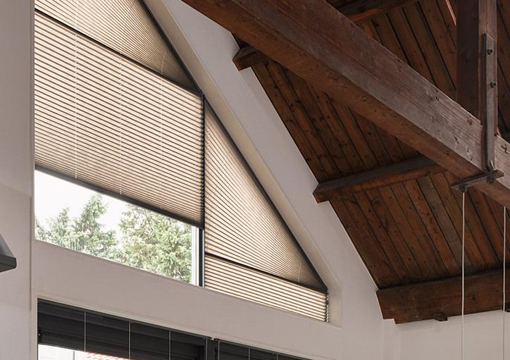 Luxaflex Rollos für verschiedene Fensterformen
