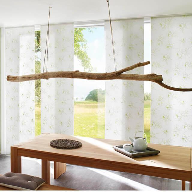 Flächenvorhang mit Panelen aus blickdichtem Dekorstoff
