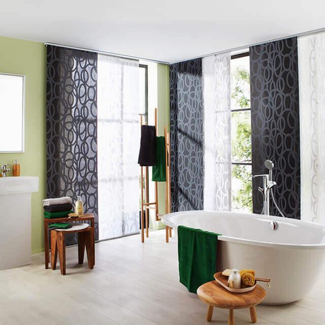 Flächenvorhang mit schwarz weißer Dekorstoffkombination