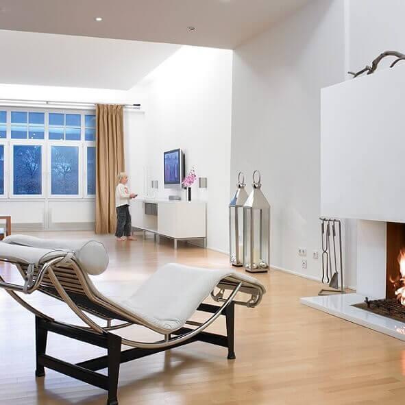 Klare Linien mit den passenden Vorhangstangen für ein modernes Wohnzimmer