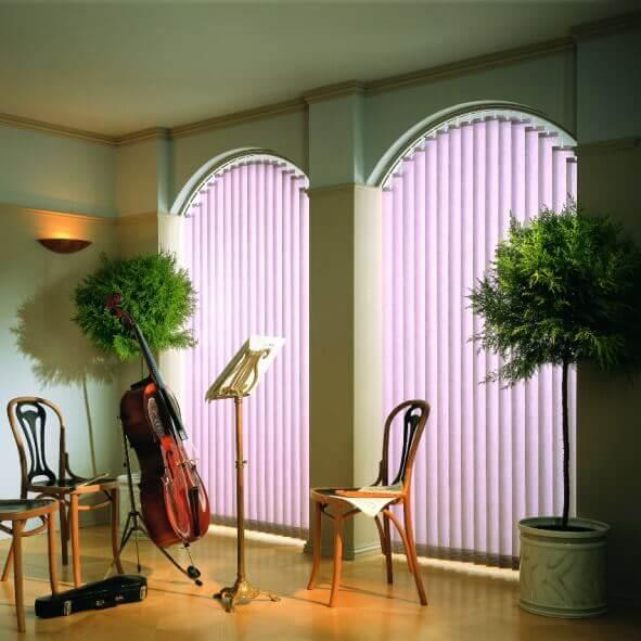 Vertikalanlage mit zwei Bögen in lila