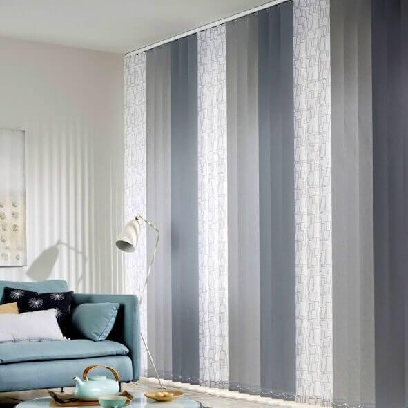 Im Wohnzimmer: Multicolor Lamellenvorhänge dekor, hellgrau und dunkelgrau