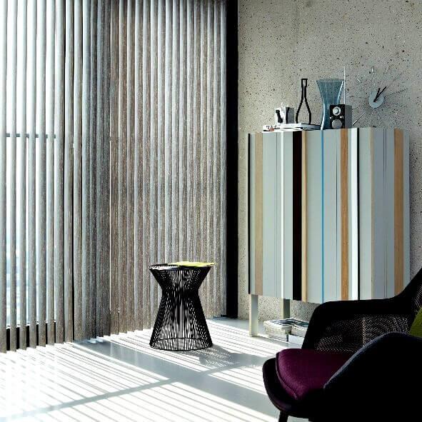 Lamellenvorhang in grau / braun für den Wohnbereich