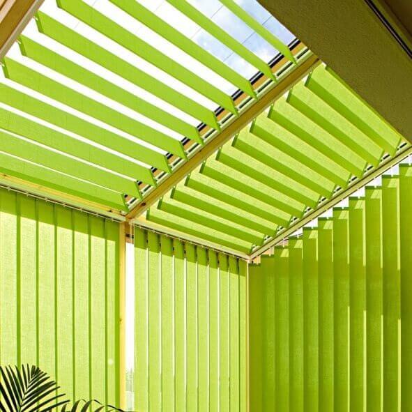Lamellenvorhänge für Dachflächen Wintergarten grün