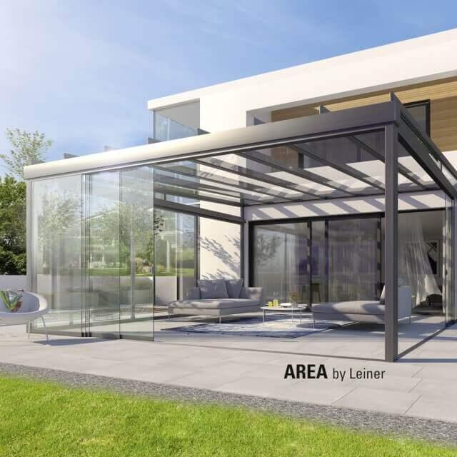 AREA exclusiv mit aufgeschobenen Glasflächen auf der Gartenterrasse