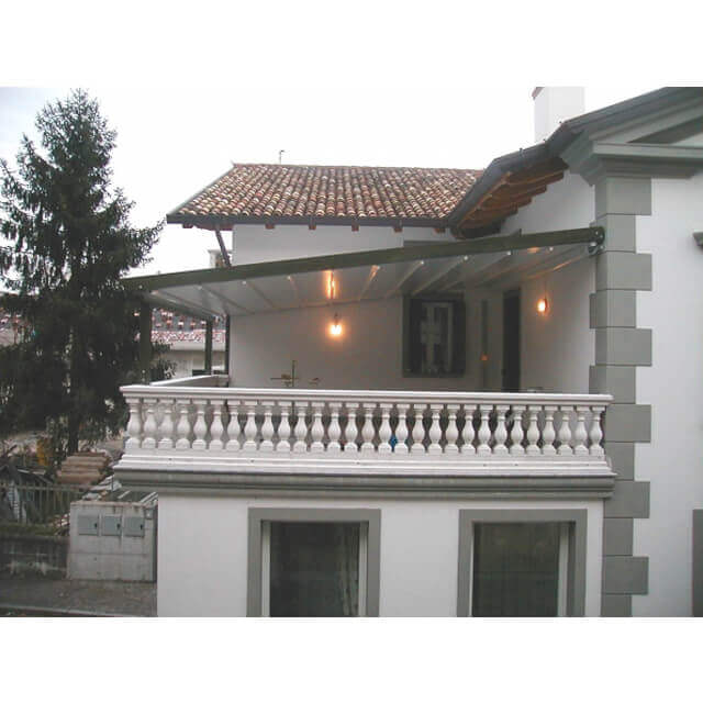Wintergartenbeschattung Pergola Sunrain für große Balkone