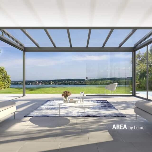 AREA exclusiv mit Sonnenschutz erweitert das Wohnzimmer