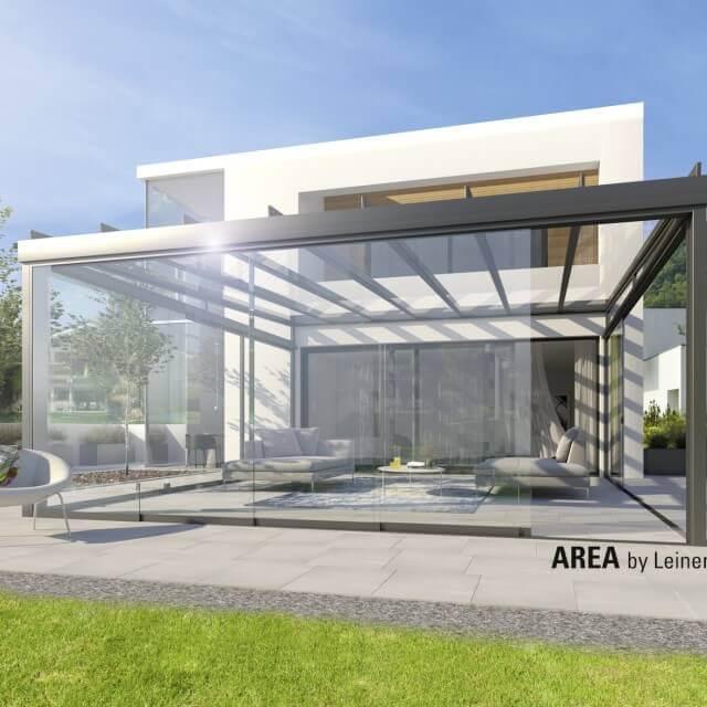 Terrasse mit AREA exclusiv mit halbgeschlossenen Glasflächen