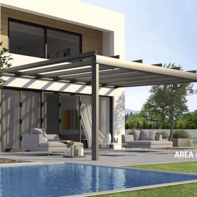 Terrassenglassystem AREA exclusiv mit geöffneten Glasflächen am Pool