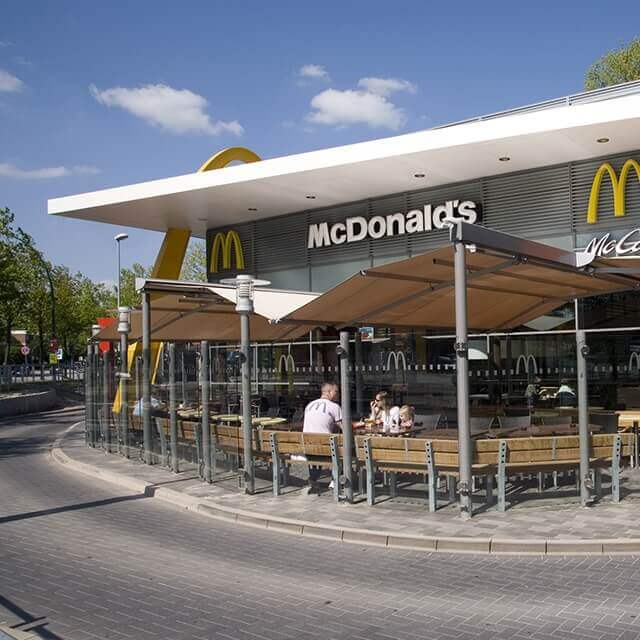 SUNRAIN Markise vor McDonalds Filiale