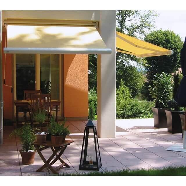 Kassettenmarkise Pico von Leiner für kleine Terrassen und Balkone in gelb