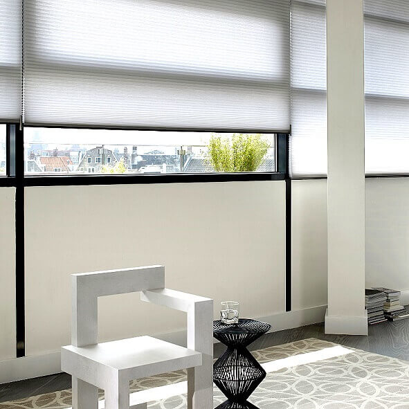 Plissees mit Elektromotor in weiß für den Wohnbereich