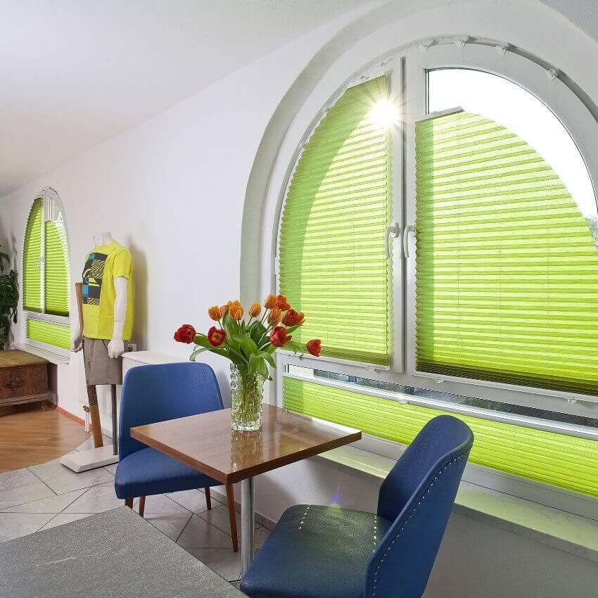 plissees fr schrge fenster latest plissees mit u komfort. Black Bedroom Furniture Sets. Home Design Ideas