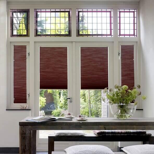 Plissee VS1 mit einem Bediengriff für den Essbereich, in braun, für jede Fensterform geeignet