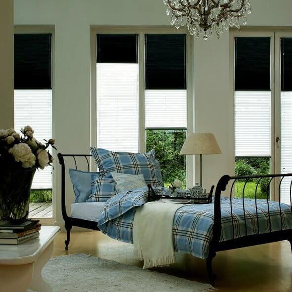 Plissee als Tag und Nacht Modell ideal fürs Schlafzimmer