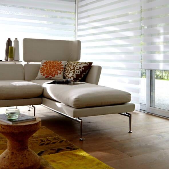 Sunstrip Doppelrollo weiß Wohnzimmer