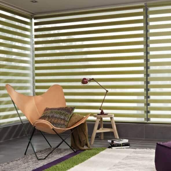 Sunstrip Doppelrollo beige Relaxsessel