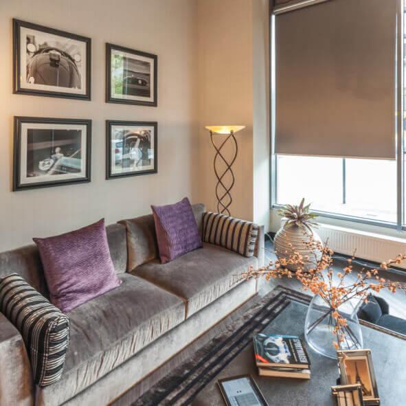 eRollo in luxuriösem Wohnzimmer