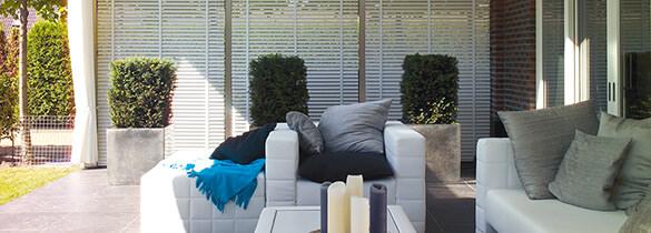 sichtschutz f rs fenster mit rollos oder plissees. Black Bedroom Furniture Sets. Home Design Ideas