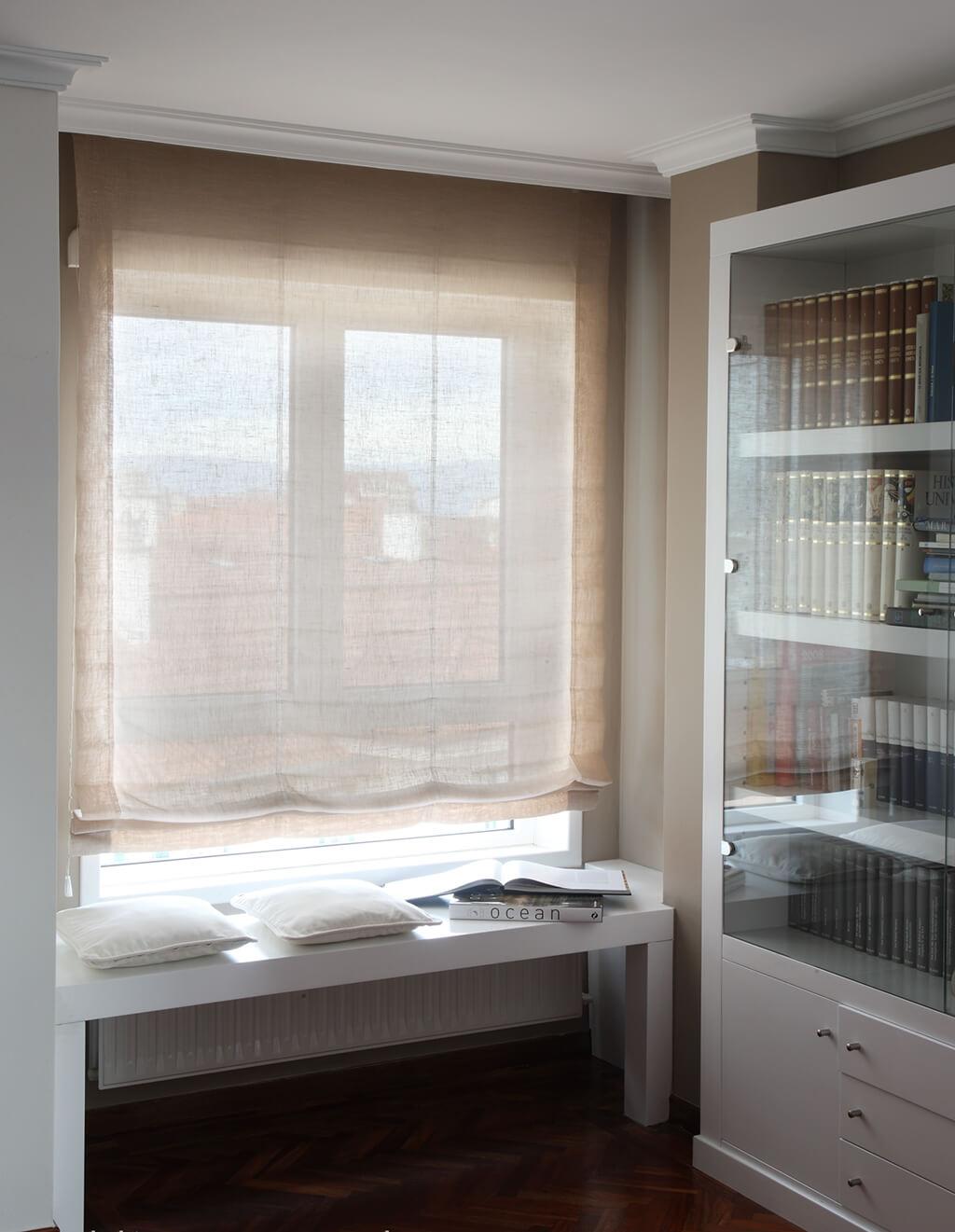 Faltrollo Bandalux in creme, für eine warme Atmosphäre im Wohnzimmer