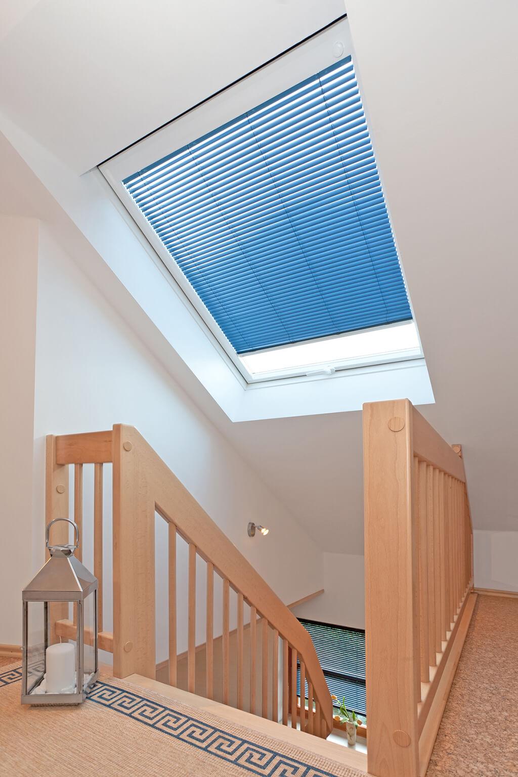 Alu-Jalousie blau für Ihr Dachfenster