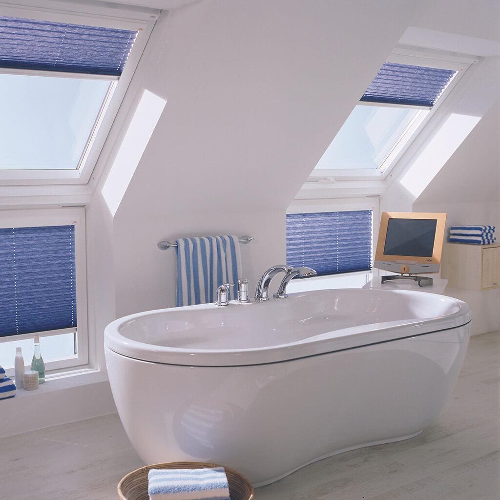 Blaue VELUX® Plissees für Ihre Fenster & Dachfenster