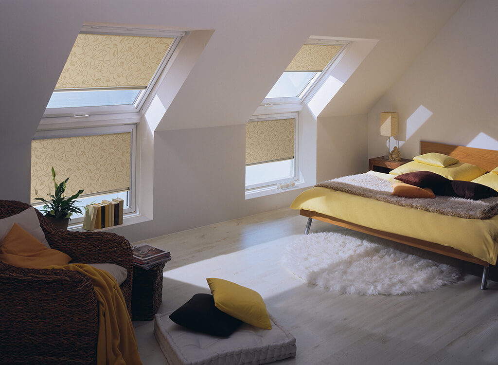Rollo mit stimmungsvollem Dekorstoff für Ihr Dachfenster im Schlafzimmer