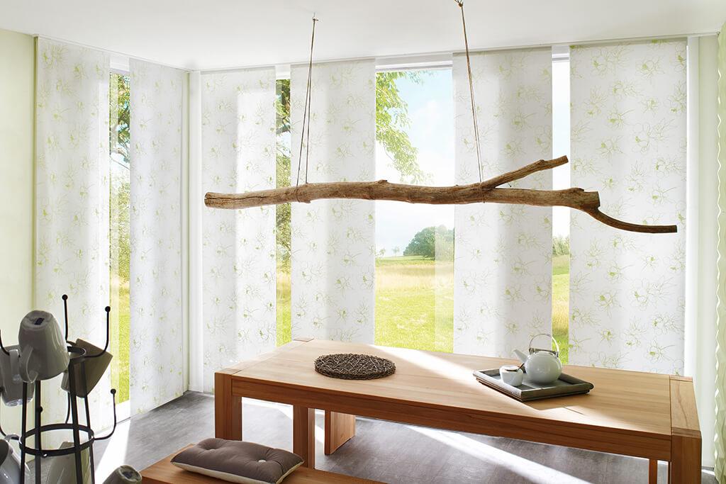 Flächenvorhang mit Dekorstoff in weiß und hellem grün