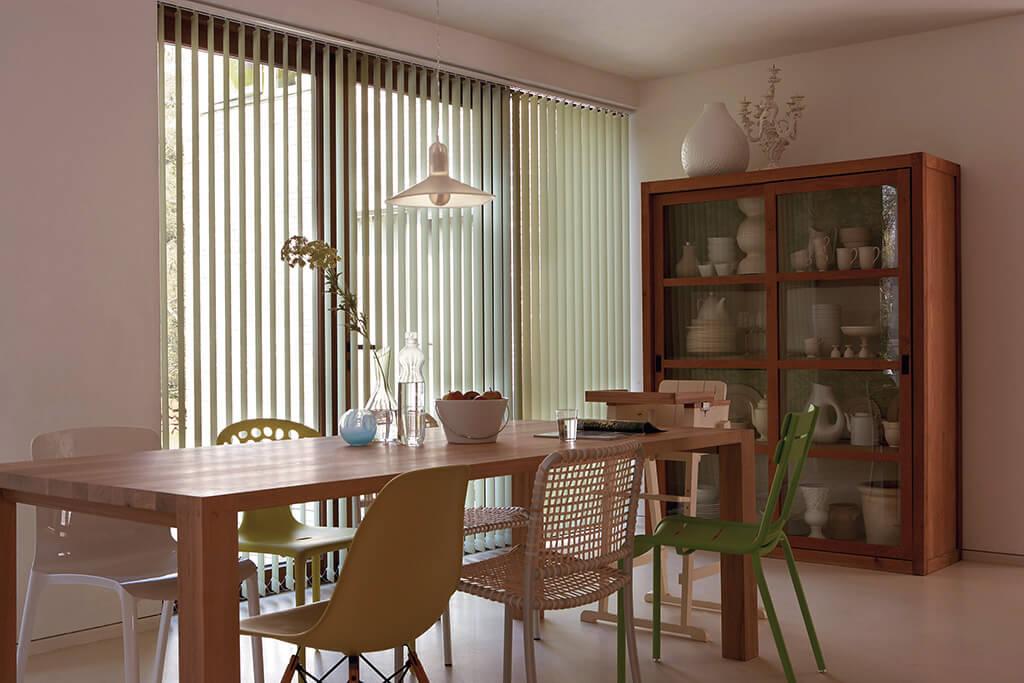 Lamellenvorhang flexibles Licht im Esszimmer