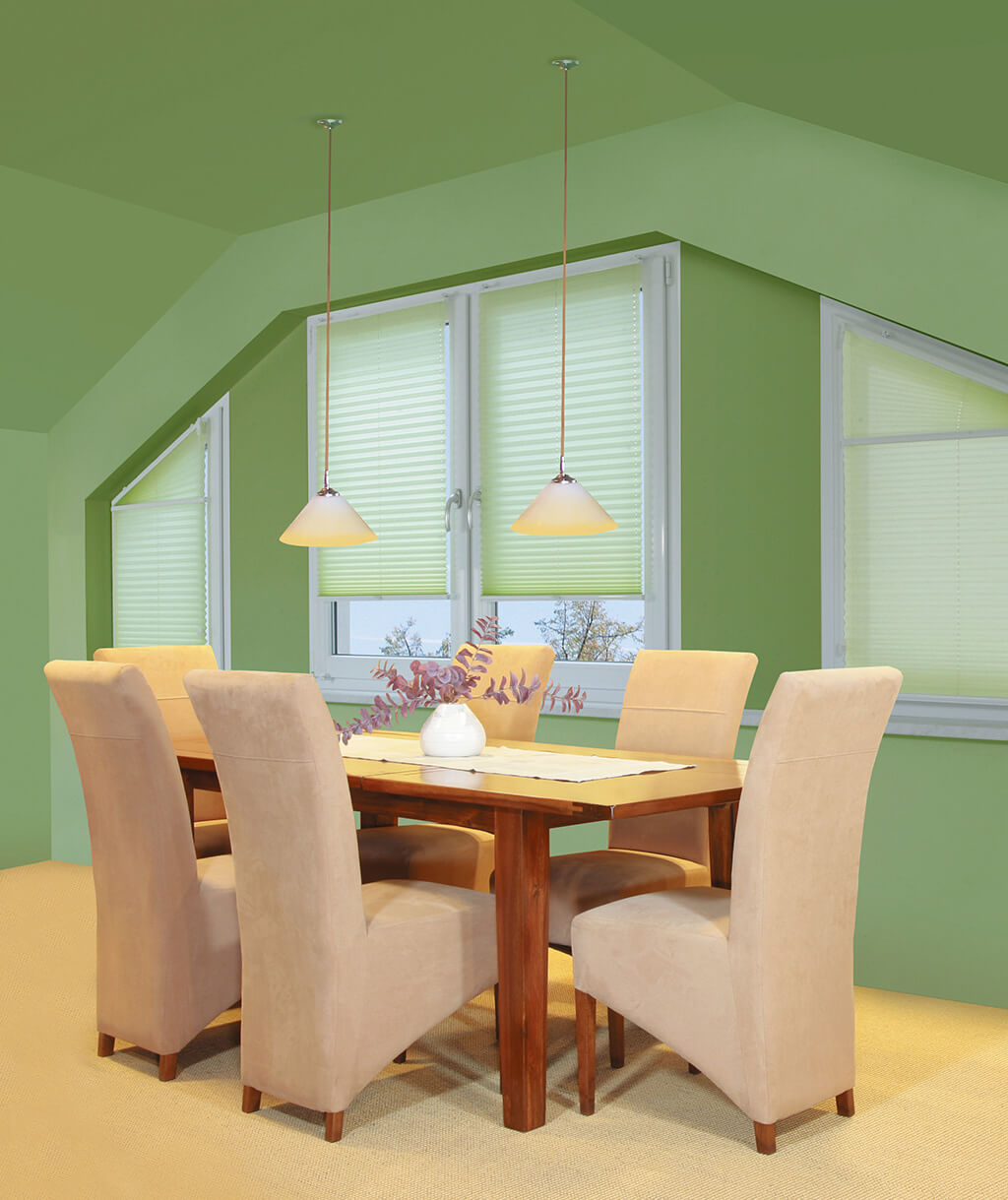 Plissee in sanftem Grün für Fenster-Sonderformen